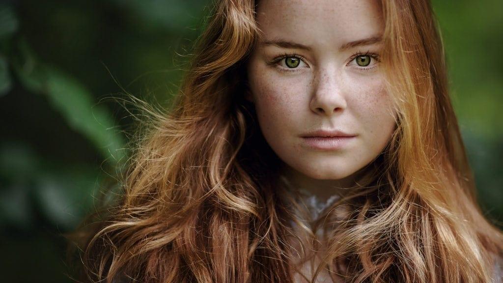 portret foto van een jonge roodharige vrouw gemaakt tijdens de fotografie workshop de magie van het licht door Willie Kers uit Apeldoorn