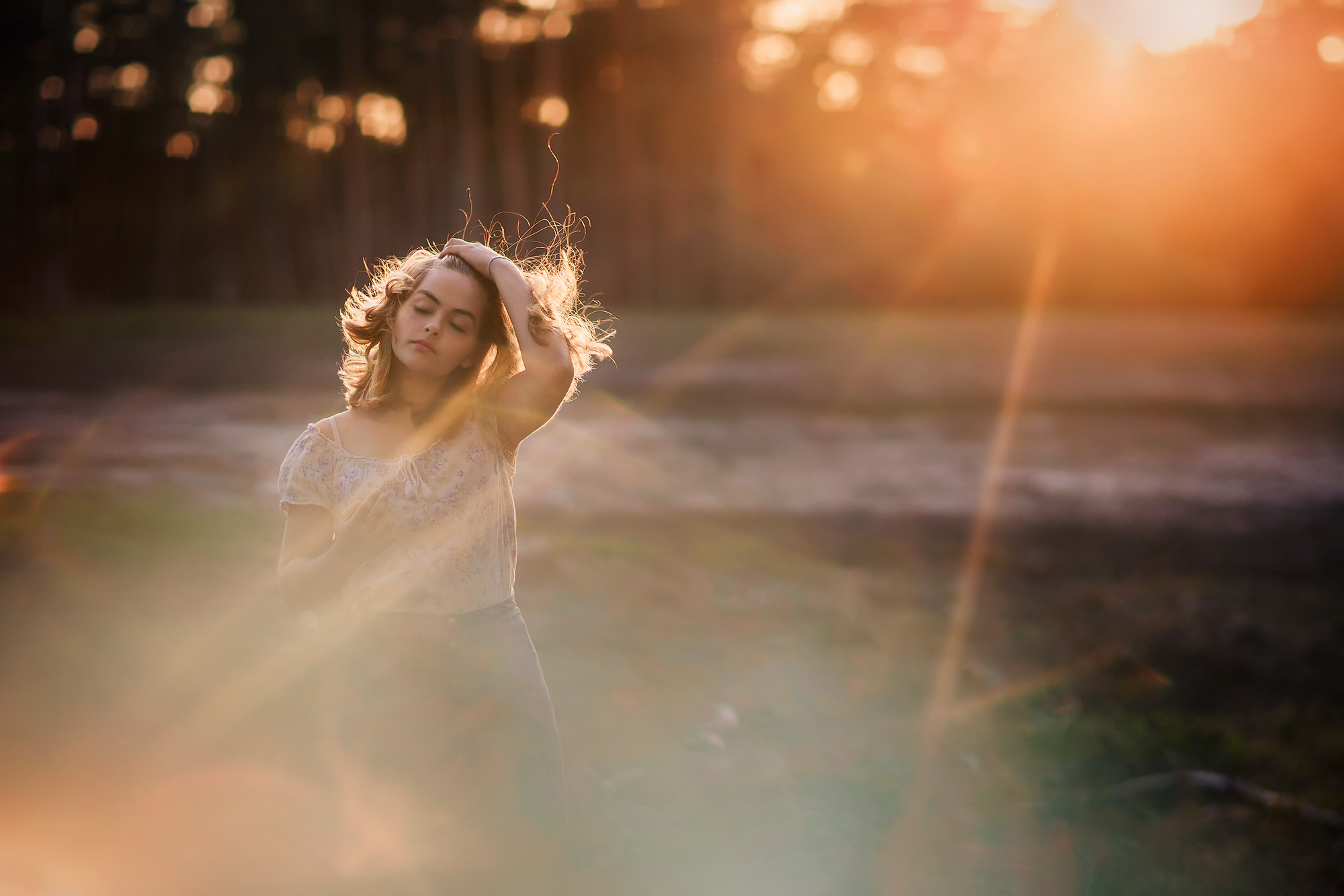 Canon portrait of girl with a lot of lensflare during an indian summer in the netherlands by Willie Kers